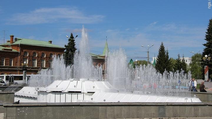 В Омске из-за сильного ветраотключили фонтаны