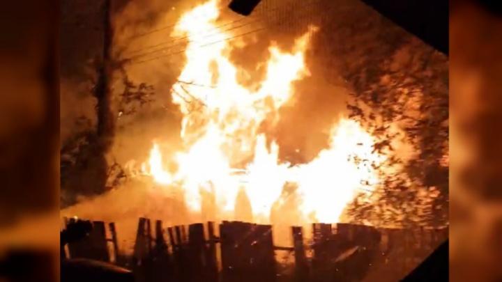 Полыхал дом у дороги: подробности происшествия в Ярославской области