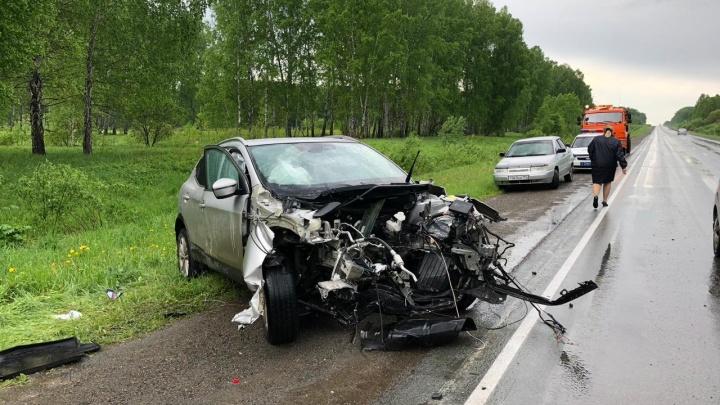 На трассе под Новосибирском разбились две машины — погибли женщина и 6-летний ребёнок