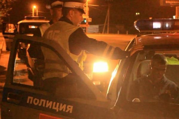 Военного задержали инспекторы ДПС, когда остановили проверить подозрительный ВАЗ-2109 без номеров