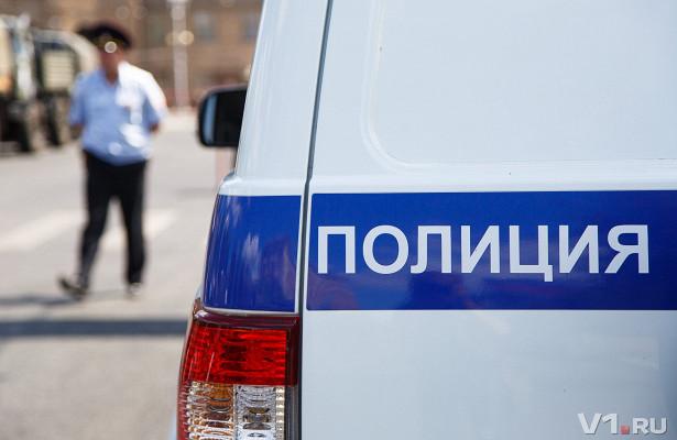 У волгоградца на остановке похитили 50 тысяч рублей и крестик