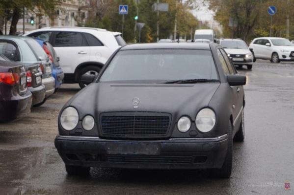 Злоумышленник избил участкового и скрылся на черном Mercedes
