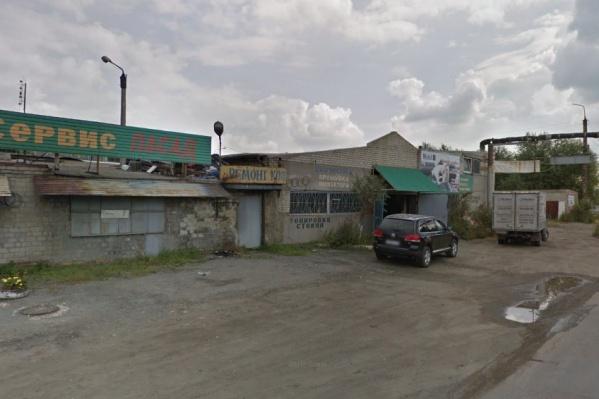 В гаражи на Копейском шоссе сотрудники вневедомственной охраны, вероятно, приехали на сделку