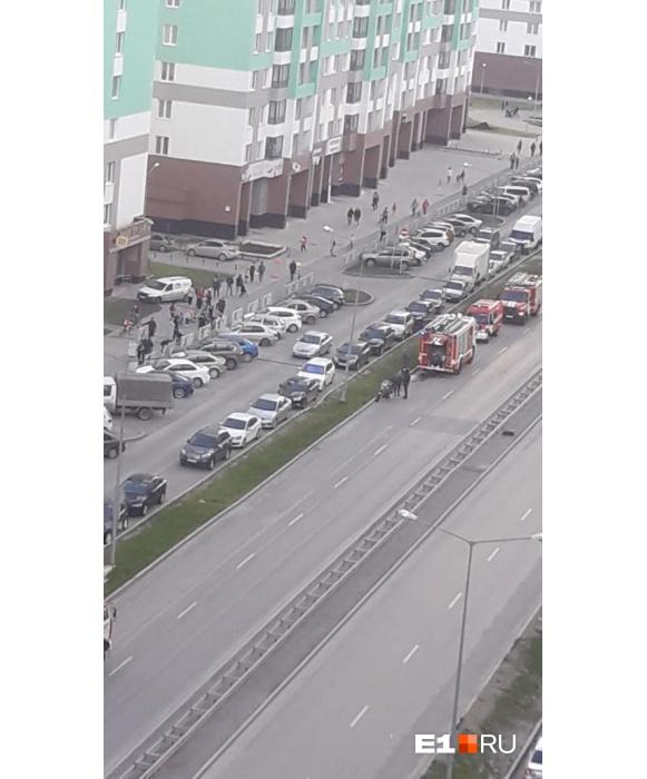 Припаркованные автомобили мешали тушению