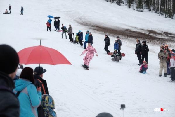 На склоне в долине реки Егошихи будут трассы для лыжников и сноубордистов<br>