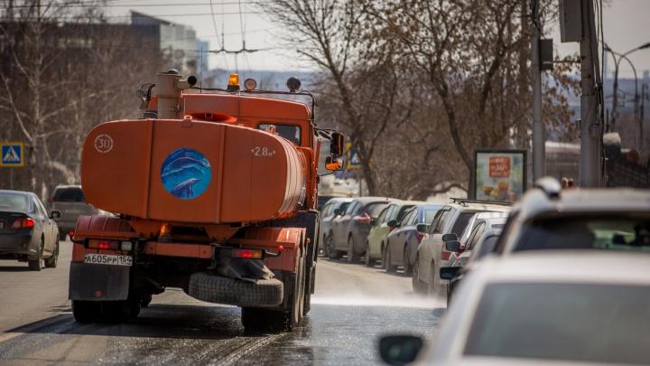 В Новосибирск привезли большие пылесосы для уборки улиц