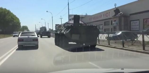 Под Бердском проехала колонна военной техники