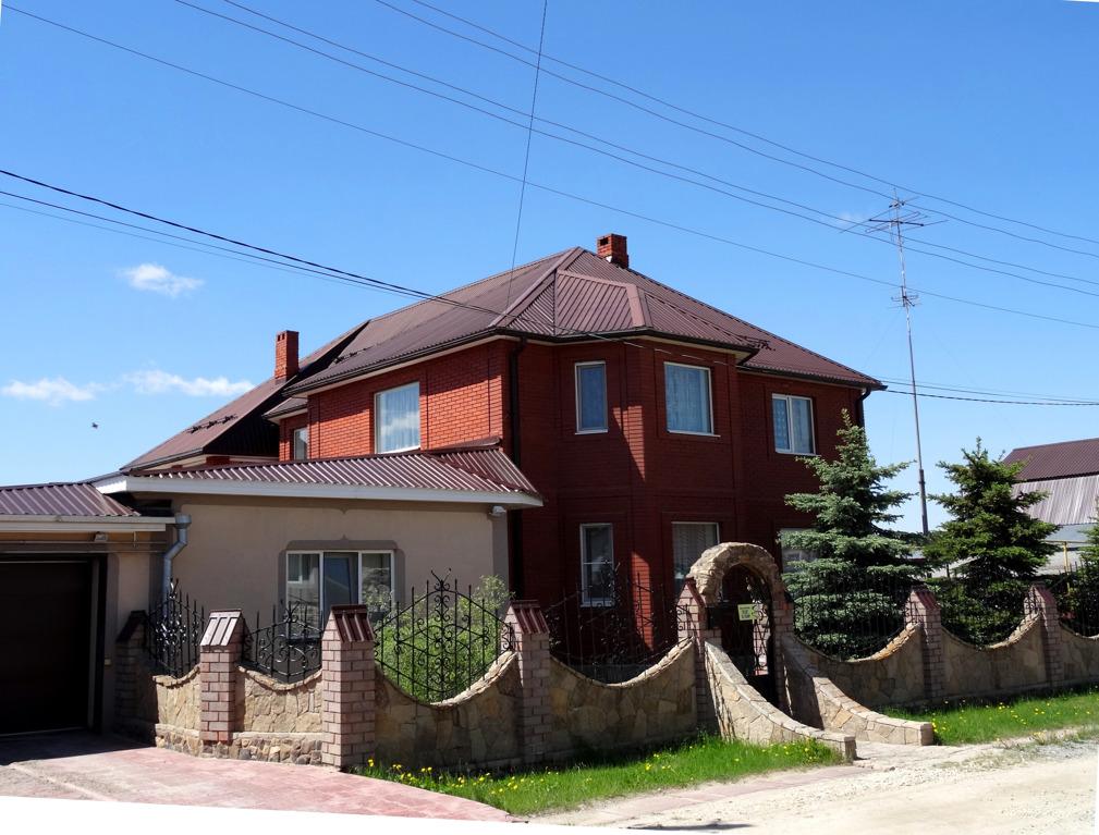 Площадь дома — 325,8 квадратных метра