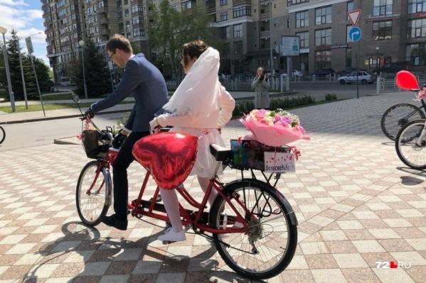 Необычная велосвадьба прошла в Тюмени 2 июня. Как вам такой формат торжества?