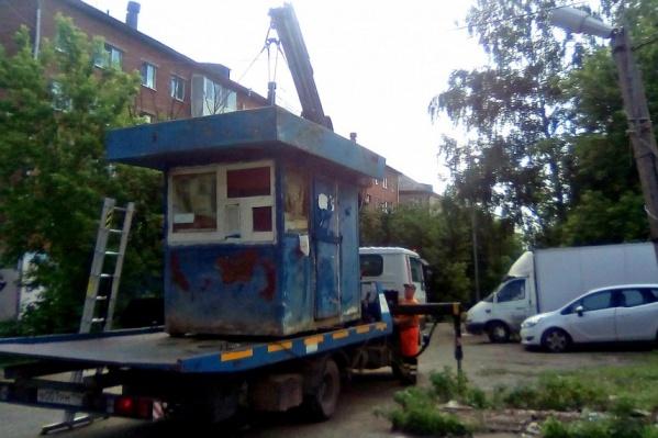 Очень часто после демонтажа и вывоза новые будки появляются на следующий же день