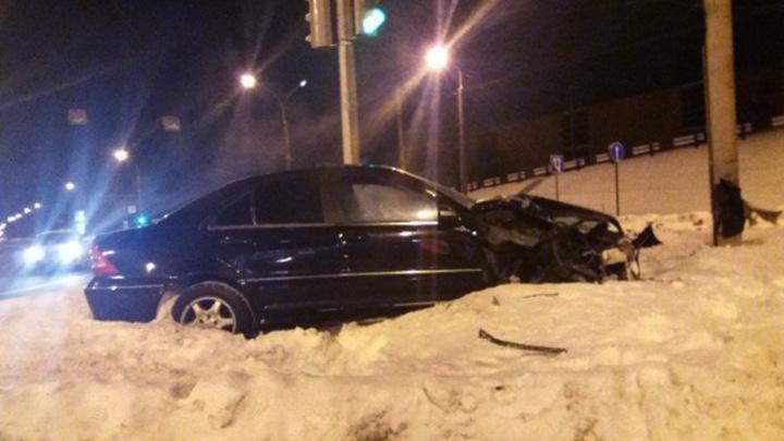 Пьяный, да еще и права липовые: в Ярославле на водителя «Мерседеса» завели два дела