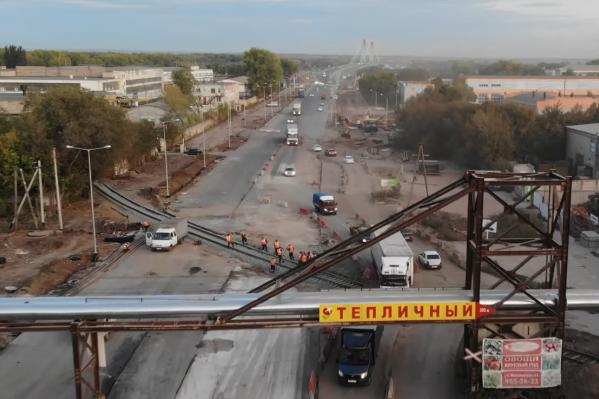 «Узкое горлышко» на съезде с Кировского моста сделали широким