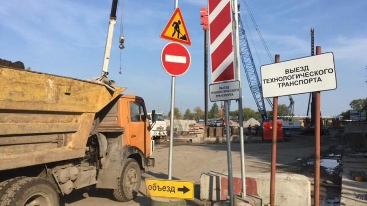 Движение транспорта по улице Дамбовской обещают возобновить до конца года