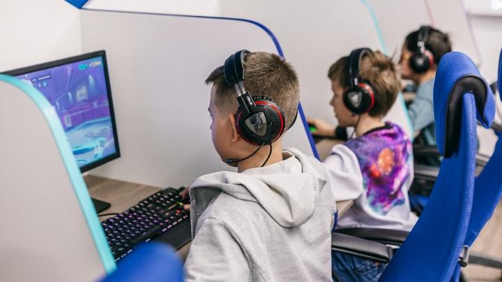 На зомби с дробовиком: школа киберспорта ищет тренера по Fortnite