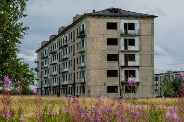 Свободных домов в поселке много, но заселяться в них никто не спешит