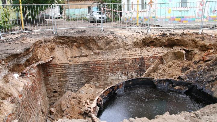 В Самаре во дворе одного из домов под землей нашли две огромных емкости с мазутом