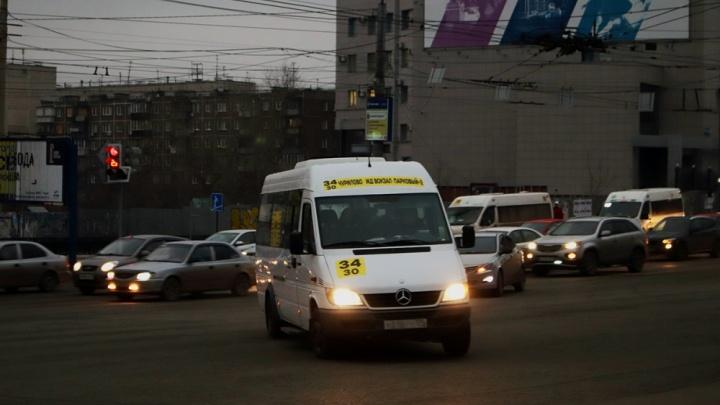 «Транспорта и так нет»: пассажиры важного маршрута в Челябинске остались без остановки у детсада