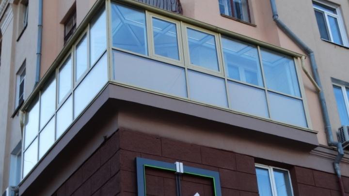 Власти будут судиться  с челябинкой, застеклившей балкон в историческом здании