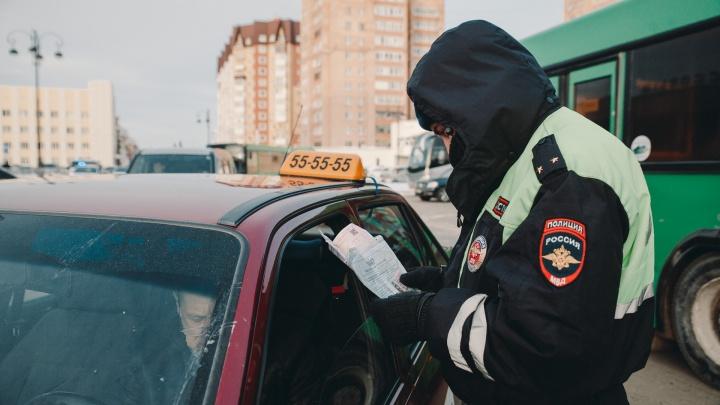 В Тюмени поймали двух пьяных таксистов за рулем