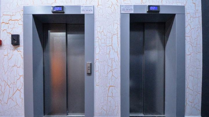 В Екатеринбурге вандалы испортили сотню лифтов