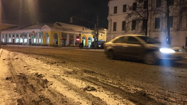 Обещали убирать город круглосуточно, а как на самом деле: фоторепортаж с улиц Ярославля