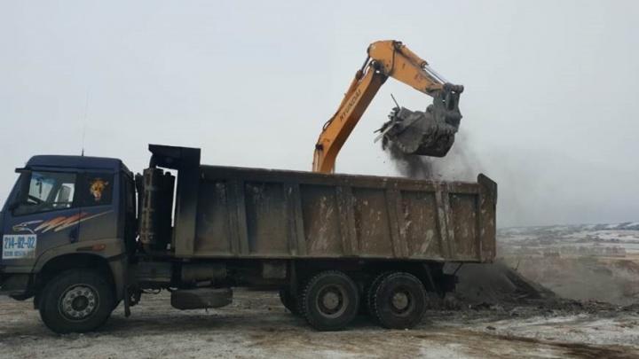 Свалка отходов от снесённых домов в Солонцах оказалась незаконной. Подрядчика заставили всё убрать