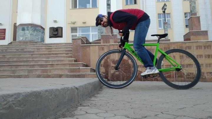 Бордюры не по ГОСТу, ямы и недальновидность: уфимские велосипедисты оценили комфортность езды