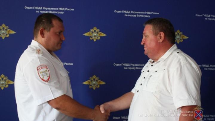 Волгоградские полицейские спасли мужчину от смерти