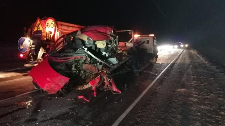 На трассе М-4 столкнулись автобус и фура из Ростовской области. Три человека погибли