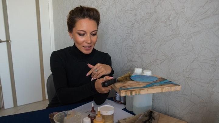 Бизнес в декрете: молодая мама стала зарабатывать, как в банке, декорируя журнальные столики