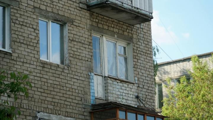 В пермской пятиэтажке, где в июне с 3-го этажа выпал мужчина, проверят балконы всех жильцов