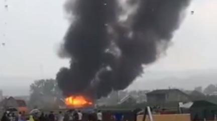 В Емельяново выгорел коттедж из-за попадания в крышу молнии