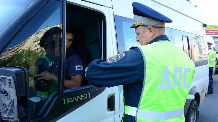 Почему хамит маршрутчик: 74.ru задал неудобные вопросы чиновникам и перевозчикам