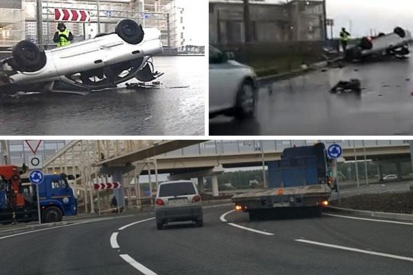 Водитель въехал в препятствие, из-за чего машина с находящимися в ней пассажирами перевернулась