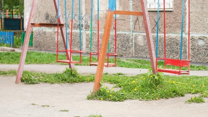 В Челябинской области падение ребёнка с качелей переросло в уголовное дело о халатности