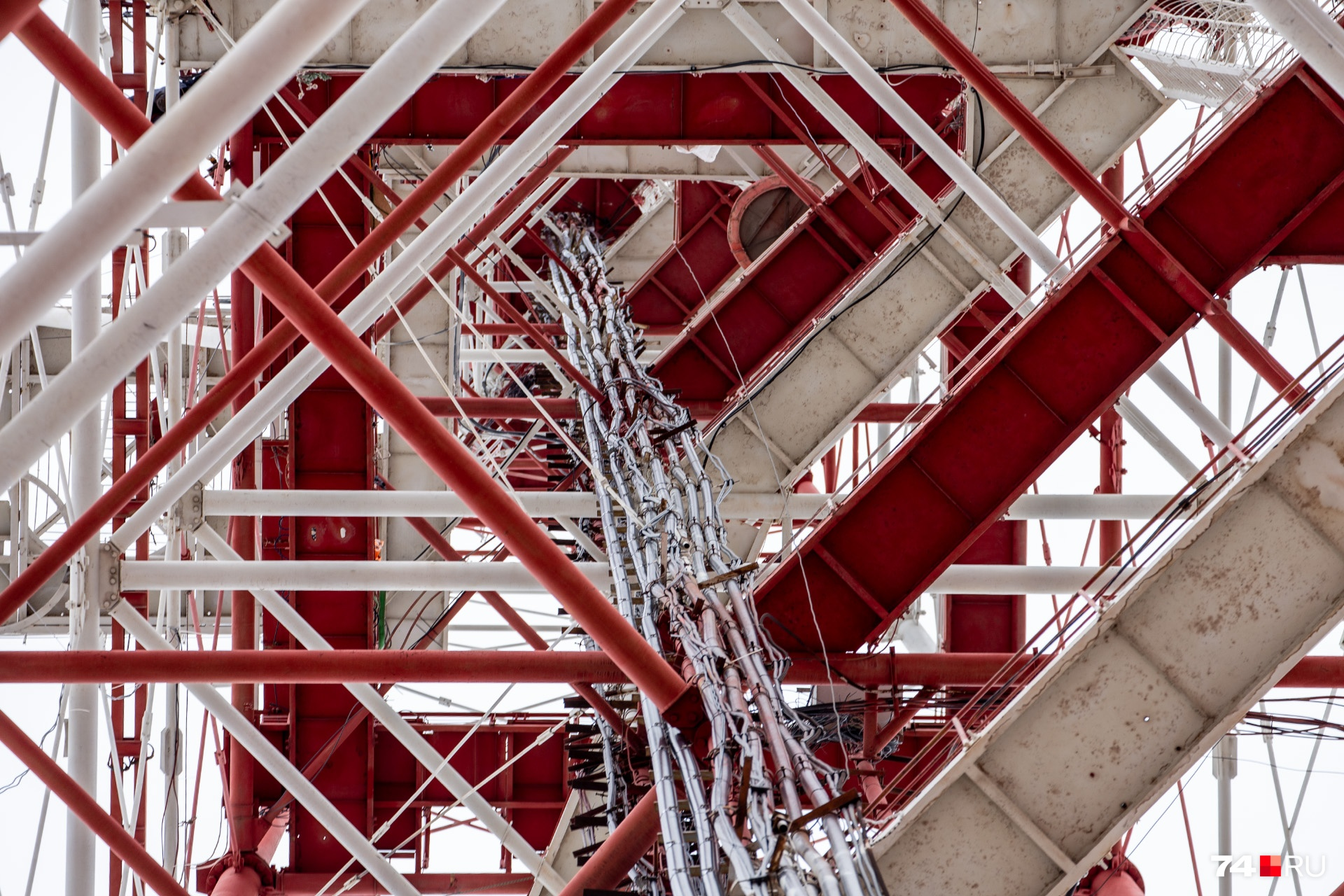 Сама башня — 196 метров