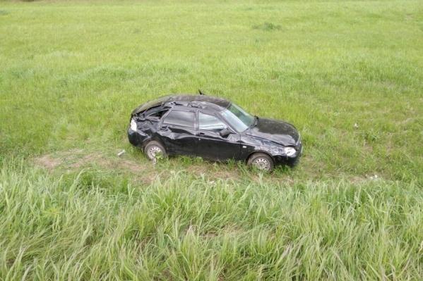 Автомобиль, в котором ехала девушка, слетел с дороги