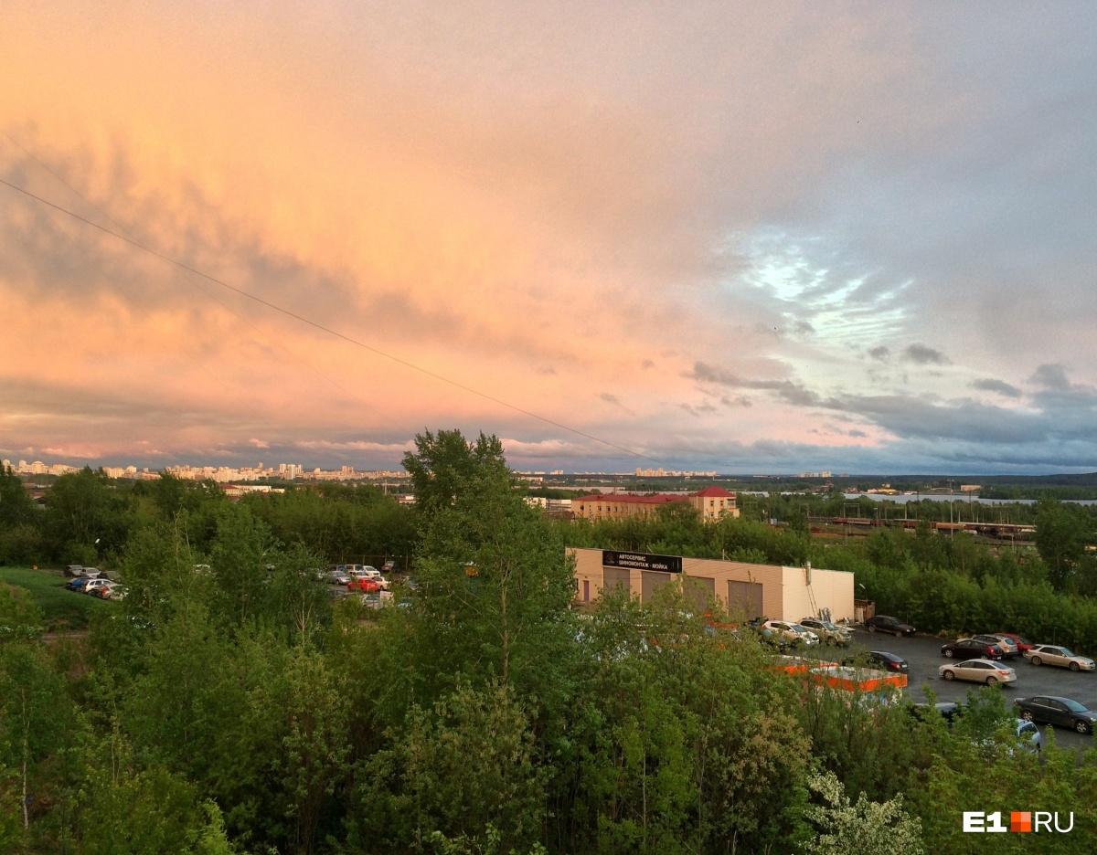 Так небо выглядело со стороны Сортировки