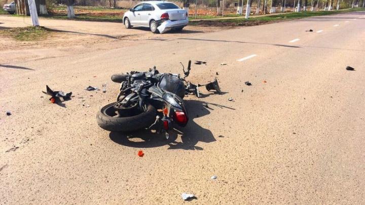 В Башкирии лихач на мотоцикле протаранил иномарку: байкер получил травмы