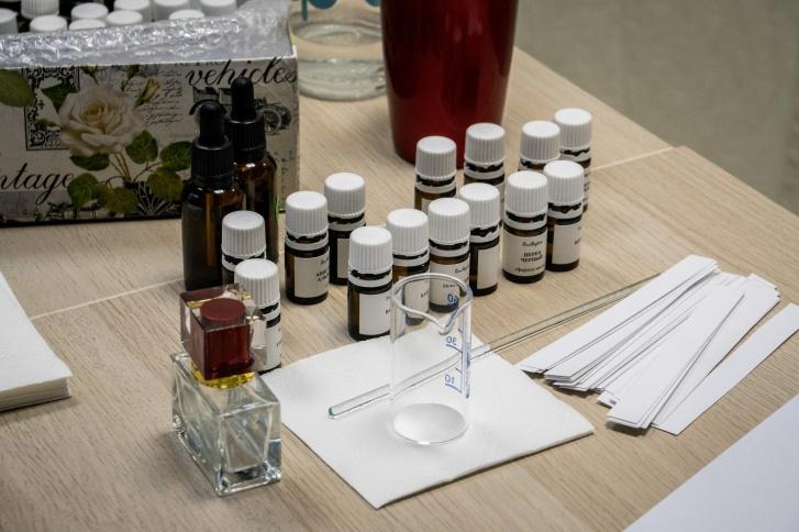 Сейчас у парфюмера может легко уходить 50 тысяч рублей в месяц только на закупку компонентов