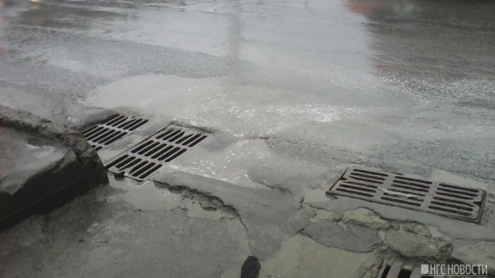 Не дождёмся: новые ливнёвки на площади Труда построят одновременно с четвёртым мостом
