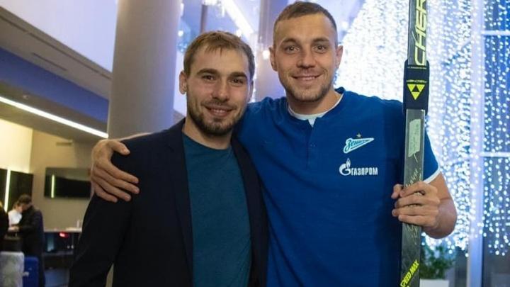 «Готов дать пару уроков»: Антон Шипулин подарил обещанные лыжи Артему Дзюбе