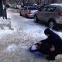 Еще одна жертва: на Революционной с крыши дома на женщину упала глыба снега
