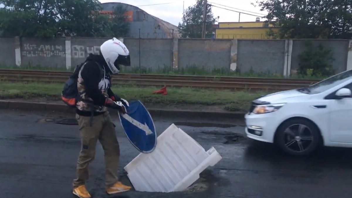 Дорожники объяснили, что знаки сбил нерадивый автолюбитель