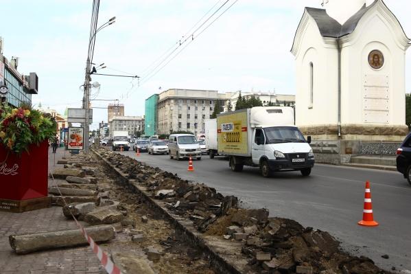 Дорожники планируют полностью заменить асфальт, отремонтировать тротуары и сделать пандусы