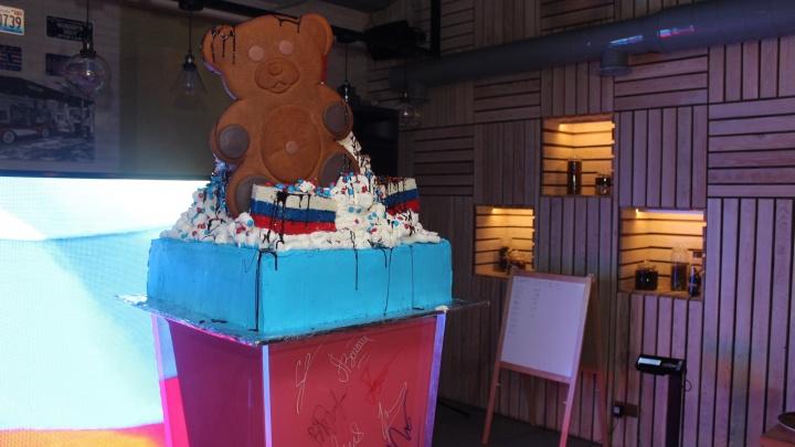 В новосибирском баре приготовили молочный коктейль весом 318 килограммов