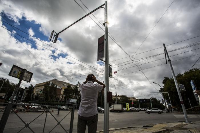 Светофор на пересечении Красного проспекта и Писарева