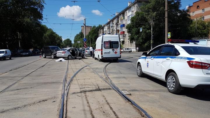 В Самаре при столкновении Toyota Land Cruiser и «Гранта» погиб водитель отечественной легковушки