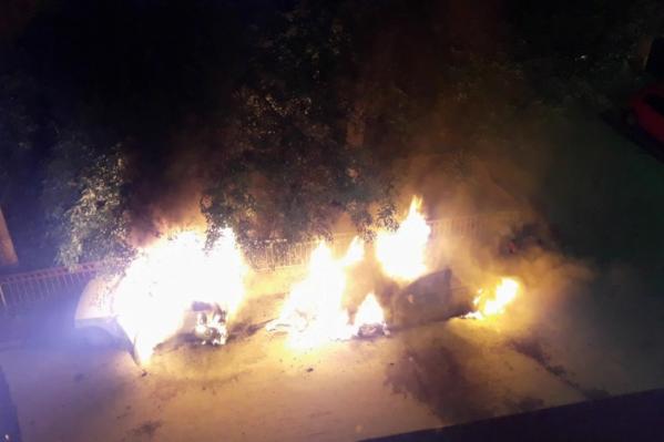 Вместе с Audi единоросса сгорела «Ока»