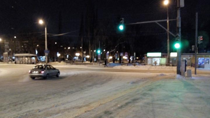 В Перми на площади Карла Маркса установили новый светофор для автомобилей